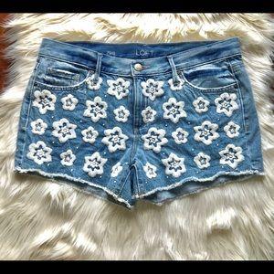 Ann Taylor LOFT floral jean shorts size 8